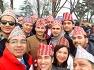 2020 네팔 방문의 해, 네팔 전통모자를 쓰고 남산을 오르는 사람들