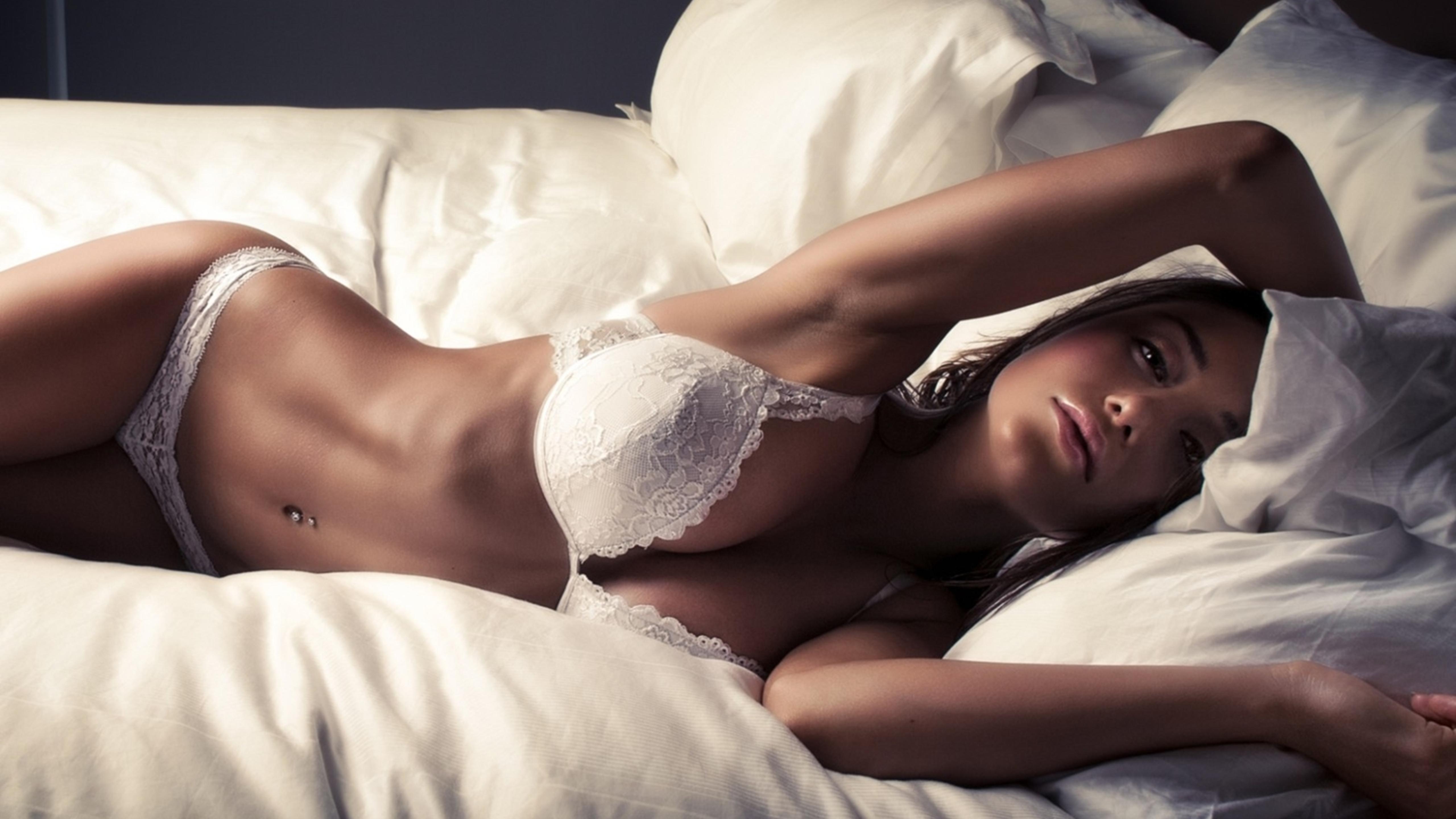 hot eyes girl in lingerie