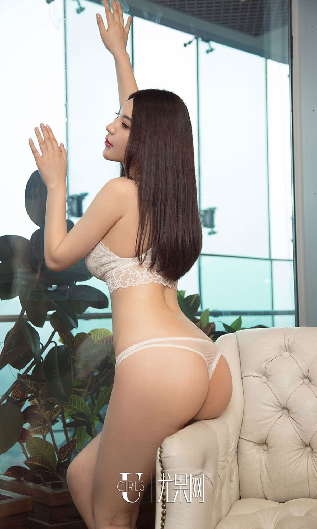 hot Chinese glamour in sexy back